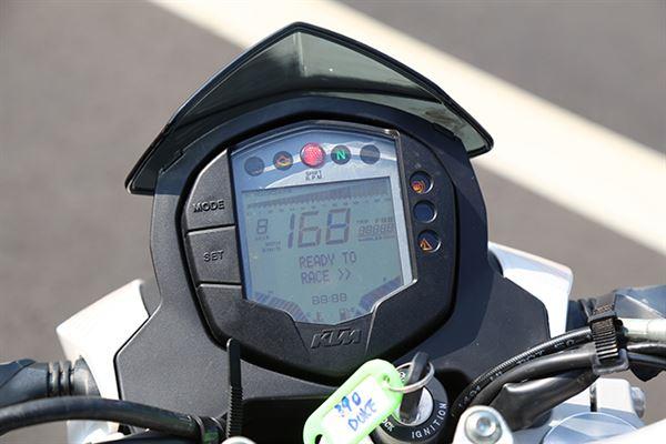 功能齐全的电子仪表,档位显示让新手更安心
